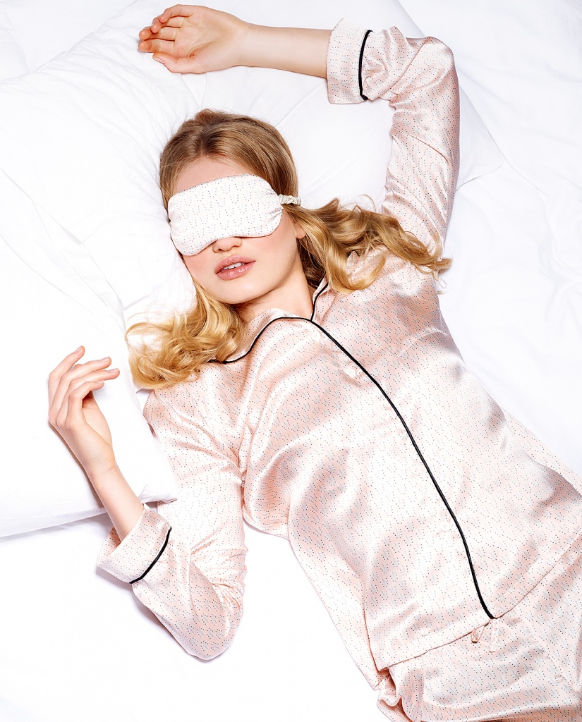 12-sleeps-till-xmas-christmas-sleepwear-editorial-Yolke-silk-London-pyjamas-nightwear-sleeping-beauty-gifts-for-her-lingerie-la-femme-11